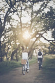 Blurred Young Couple Riding Bicycles — Stock fotografie