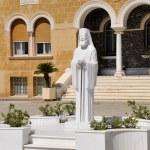 NICOSIA, CYPRUS - JULY 30: Statue of Makarios on July 30, 2009, Nicosia, Cyprus. Makarioa was the archbishop of Cyprus for 27 years. — Stock Photo #72923483