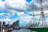 View of Hamburg harbor from the Landungsbruecken, Germany — Stock Photo