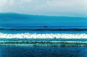 Beach, tide, wave and the blue ocean — Stock fotografie