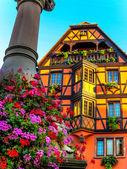 Pintoresca casa half-timbered en Obernai, Alsacia, Francia — Foto de Stock
