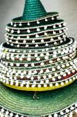 Traditionelle spanische Strohhüte mit Pompons — Stockfoto
