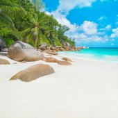 Tropical beach Anse Georgette at island Praslin, Seychelles — Stock Photo