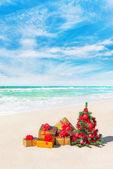 圣诞树和礼品盒 — 图库照片