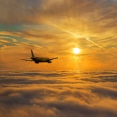 Airplane flight above stratum of clouds — Stock Photo
