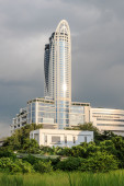 BANGKOK - OCTOBER 2014. Centara Grand and Bangkok Convention Centre. The building is 235m high making it the fourth tallest building in Thailand. — Stock Photo