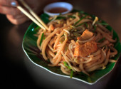 Stir Fried Rice Noodles with chicken — Stock Photo