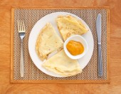 Crepes with mango jam on mat — Stock Photo