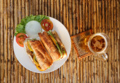 Chicken baguette on plate on bamboo table — Fotografia Stock