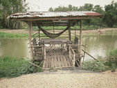 Casa e lagoa — Foto Stock