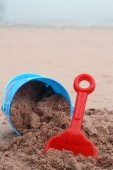 Children's beach toys on sand — 图库照片
