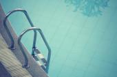游泳池与楼梯 — 图库照片
