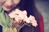 Woman with roses — Stock Photo