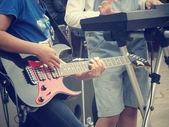 弹吉他 — 图库照片