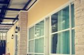Fönstret i hus — Stockfoto