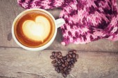 Vintage latte art coffee with scarf — 图库照片