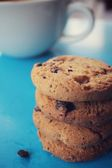 Chocolate chip cookies with coffee — Stock Photo