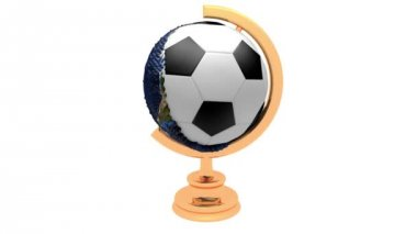 Земля превращается в футбольный мяч — Стоковое видео
