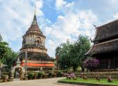 Ancient wooden temple in Chiang Mai, Thailand — Stock Photo
