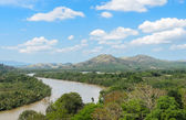 Kra Isthmus,  Kra Buri River forming a natural boundary between  — Stock Photo