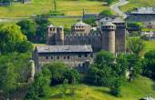Paisaje con viejo castillo — Foto de Stock