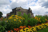 Dresden Semperoper with flower bed — Stock Photo