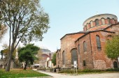 Istanbul, Turkey - November 22, 2014: Church of Hagia Eirene in the First Courtyard of The Topkapi Palace in Istanbul, Turkey — Stock Photo