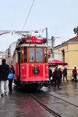 Istanbul, Turkije - 23 November 2014: Rode tram op Istiklal Street in Istanbul — Stockfoto