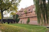 Medieval Malbork castle on the river Nogat — Stock Photo