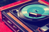 Old vintage turntable with vinyl. — Stock Photo