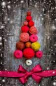 Christmas tree shaped by balls of yarn — Stock Photo