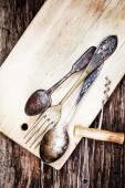 Винтаж серебро на деревянных фоне — Стоковое фото