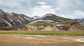 Landmannalaugar unbelievable landscape with tourists and river, Iceland — Stock Photo
