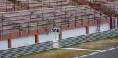 300 limit signal and empy grandstand — Stock Photo