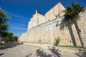 Wide angle view of Santa Clara Convent and wall in Tordesillas — Stock Photo