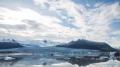 Glacier tonque and mountains in iceland, cloudy sky — Stock Photo