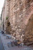Valens Aqueduct in Istanbul and bar, side view with road — Stock Photo