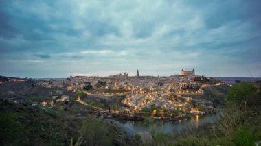 Sunset on cloudy sky in Toledo — Vidéo