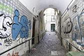 Old alley in Lisbon — Stockfoto
