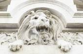 Stone lion statue — Stockfoto