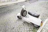 Old motorcycle in the city — Foto de Stock