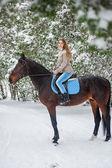 Frau mit pferd — Stockfoto