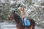 Woman riding horse — Stock Photo