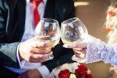 Wineglasses in hands of newlyweds — Foto de Stock