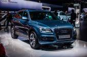 MOSCOW, RUSSIA - AUG 2012: AUDI Q5 2.0 T QUATTRO presented as world premiere at the 16th MIAS (Moscow International Automobile Salon) on August 30, 2012 in Moscow, Russia — Fotografia Stock