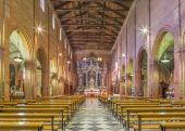 PADUA, ITALY - SEPTEMBER 8, 2014: The nave of church San Benedetto vecchio (Saint Benedict). — Stockfoto