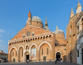 PADUA, ITALY - SEPTEMBER 8, 2014: Basilica del Santo or Basilica of Saint Anthony of Padova in evening. — Stock Photo