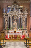 PADUA, ITALY - SEPTEMBER 8, 2014: The main baroque altar of church San Benedetto vecchio (Saint Benedict) designed by Venetian sculptor Girolamo Galeazzi Veri with central paint of the Transfiguration — Foto de Stock