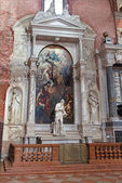 "VENICE, ITALY - MARCH 12, 2014: Side ""Zane altar"" of church Santa Maria Gloriosa dei Frari with the statue of st. Jerome by A. Vittoria (1564) and The Apotheosis of St Francis of Assisi paint — Stock Photo"