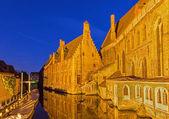 Brugge - Saint John Hospital (Sint Janshospitaal) at dusk. — Stockfoto